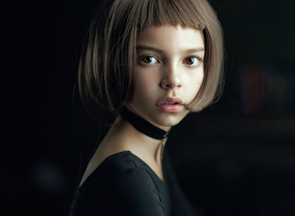 Una niña vestida como Mathilda, personaje de la película' Lion'.