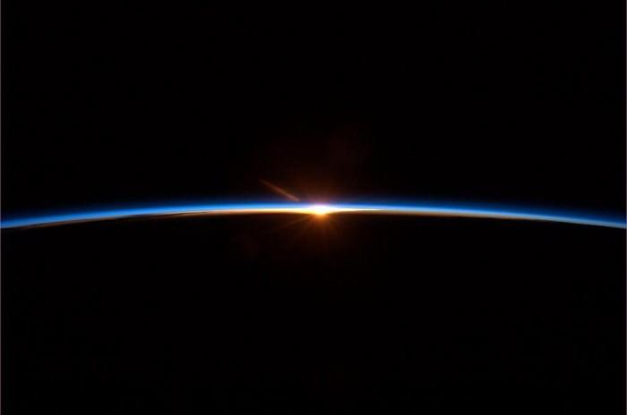 Amanecer-desde-el-espacio.jpg
