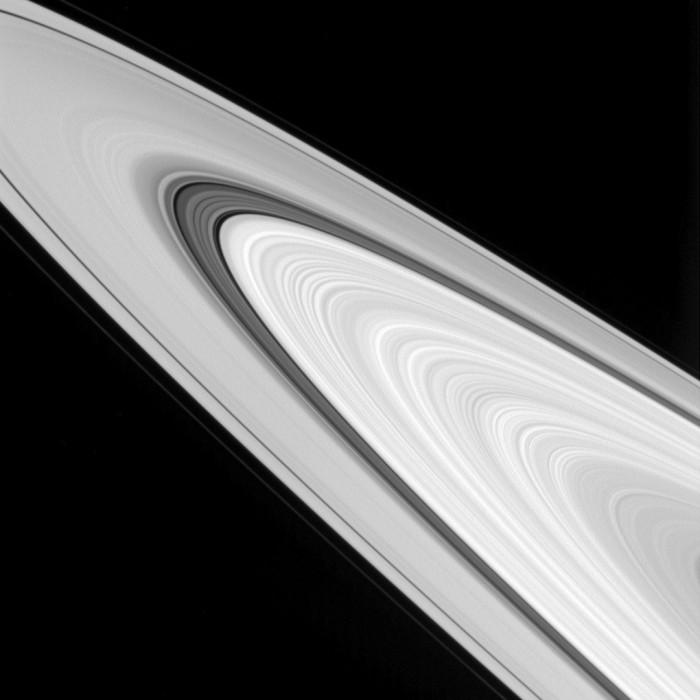 anillos-saturno-perfil.jpg